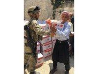 """TSK: """"Afrin'de AFAD, Kızılay ve Mehmetçik işbirliği ile 5 bin 200 aileye insani yardım malzemesi dağıtıldı"""""""