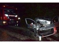 Ciple hafif ticari araç çarpıştı: 4 yaralı