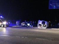 Afyonkarahisar'da otomobil işçileri taşıyan minibüsle çarpıştı: 4 yaralı