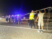 Elektrik direği devrildi, kazalar peş peşe geldi
