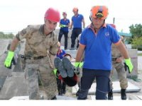 Jandarma ve AFAD ekibinden nefes kesen tatbikat