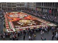 Brüksel'in geleneksel çiçek halısı geri döndü
