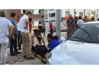 Hafif ticari araç ile otomobilin çarpışması güvenlik kamerasına yansıdı
