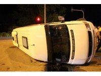 Samsun'da kamyonetin çarptığı dolmuş devrildi: 3 yaralı
