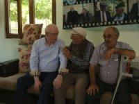 Kazım Kurt, Koca Çınar Yaşam Merkezi müdavimlerini ziyaret etti