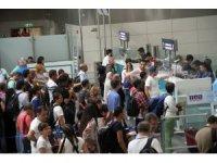 Atatürk Havalimanı'nda Kurban Bayramı yoğunluğu