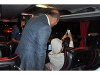Karşılarında Bakanı gören yolcular şaşkına döndü
