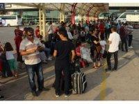 Bayram tatilini memleketinde geçirmek isteyenler otobüs terminaline akın etti