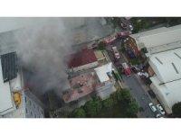 Avcılar'da tekstil atölyesindeki yangın havadan görüntülendi