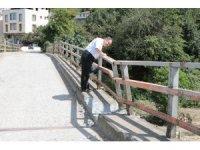 Köprü yıkılma riskine karşı trafiğe kapatıldı