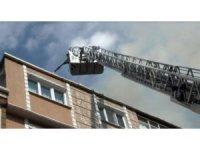 Mahalleliyi sokağa döken yangın umurlarında olmadı