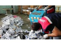 Ütü masalarının içinden binlerce paket kaçak sigara çıktı