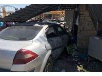 Şanlıurfa'da otomobil lokantaya daldı