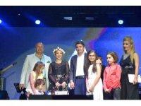 Ünlü sanatçı Ece Seçkin, Kurban Bayramı sonrası nişanlanacağını açıkladı
