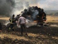Tavşanlı'da çıkan yangında traktör ve balyalar yandı