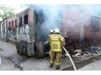 Çöp konteynırına atıldığı iddia edilen söndürülmemiş sigara depoyu yaktı