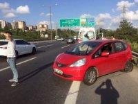 Yarış yapan lüks araçlar TEM'de kazaya neden oldu