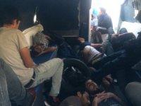 Teknede mahsur kalan kaçak Suriyeliler kurtarıldı