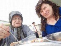 """""""Annem 3 gündür ölmüş ben üzerinde yatıyormuşum"""" diyen kadın tutuklandı"""