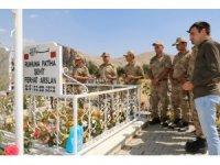 Mehmetçik şehit mezarlarını ziyaret etti
