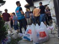 Türkiye'den gönderilen kurban etleri Mehmet Akif Ersoy'un baba ocağında dağıtıldı