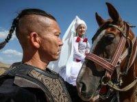Kırgız kültürü ekmek kapıları oldu