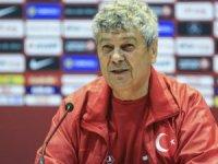 A Milli Futbol Takımı Teknik Direktörü Lucescu: Üç aşamalı bir dönüşüm süreci planladık