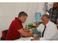 Başkan Özkan Kızılay'a kan bağışında bulundu