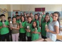 Okulun ilk günü öğrencilere fidan hediye edildi