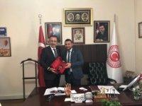 Başkan Seçen, AK Parti Milletvekili Açıkgöz'ü tebrik etti