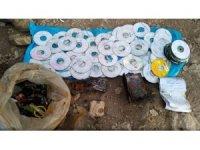Pervari'de teröristlere ait 200 adet CD ele geçirildi