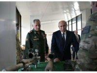 Putin, keskin nişancı tüfeği ile 600 metreden hedefi vurdu