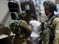İsrail Filistinli aileyi gözaltına aldı