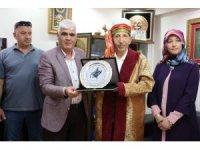 'Yılın ahisi' seçilen yarım asırlık esnafa kaftanlı plaket töreni
