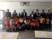 Kaymakam ile belediye başkanı okulları gezdi