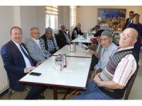 AK Parti Akhisar teşkilatı huzurevi sakinleriyle buluştu