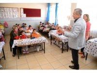 Pursaklar Belediyesi 20 bin öğrenciye kırtasiye paketi dağıtıyor