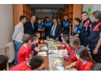 Trabzon Emniyeti öğrencilere kırtasiye malzemesi ve kitap yardımı yaptı