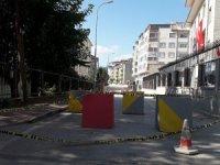 Mahalle sakinleri beton bariyerlerin kaldırılmasını istiyor