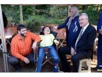 Şahan Gökbakar filim setinde engelli hayranlarıyla buluştu