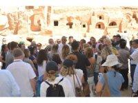 Bakan Ersoy, Mardin'de tarihi yerleri gezdi