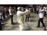 Davetsiz Suriyeli'den Türk düğününde göbek şov
