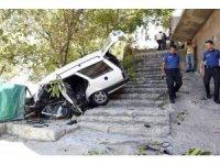 Gümüşhane'de otomobil merdivene düştü: 1 ölü