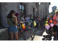 Kadınlar bisikletleri ile egzoz gazına 'dur' dedi