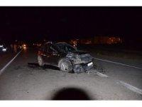 İki araç kafa kafaya çarpıştı: 1 yaralı