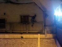 Aksaray'da bir genç üst geçit üzerinde intihar girişiminde bulundu