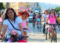 Süslü kadınlar Giresun'da farkındalık için pedal çevirdi