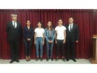 Burhaniye'de başarılı öğrenciler ödüllendirildi