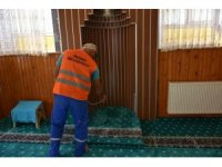 İnönü'de camiler ve park bahçeler ilaçlanıyor