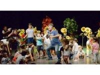 Büyükşehir usta tiyatrocu Veysel Diker'i Aydınlı çocuklarla buluşturdu